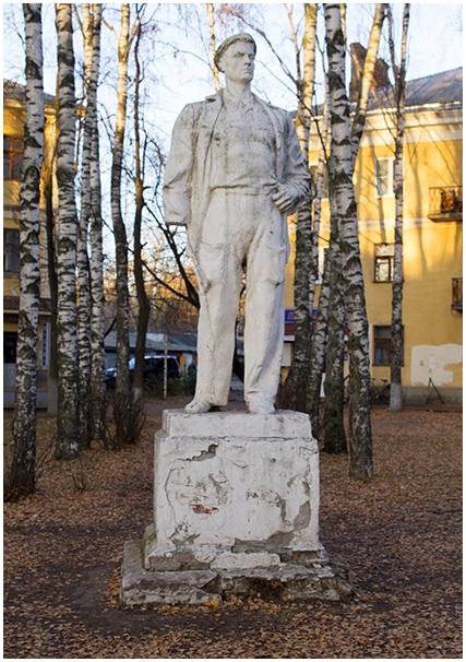 Памятник Роза из двух видов гранита Ковров Резные памятники Урень