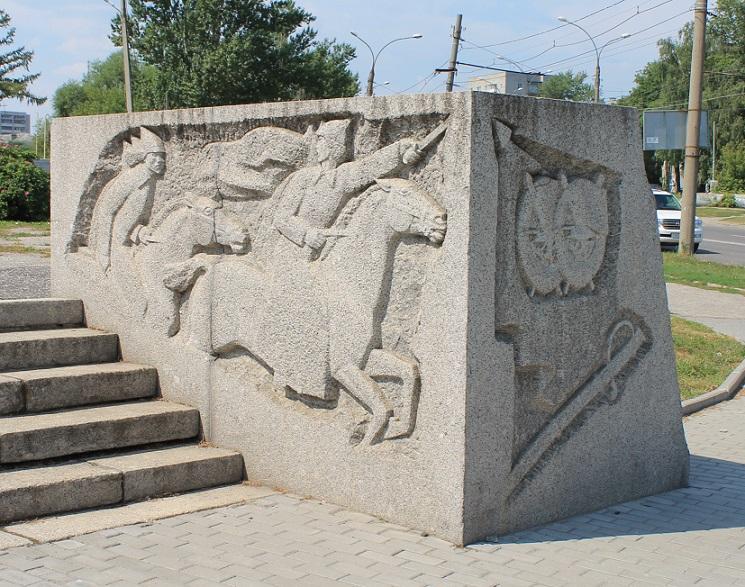 Эконом памятник с резным крестиком в углу Киржач Эконом памятник Купола с профильной резкой Бабушкин