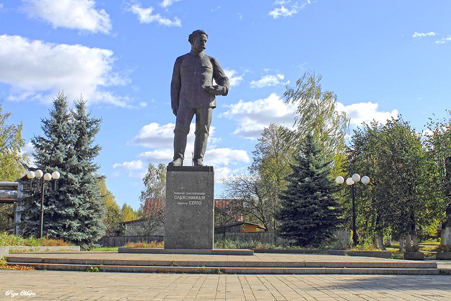 Памятник с сердцем Камешково Мемориальный комплекс с крестом Куйбышев